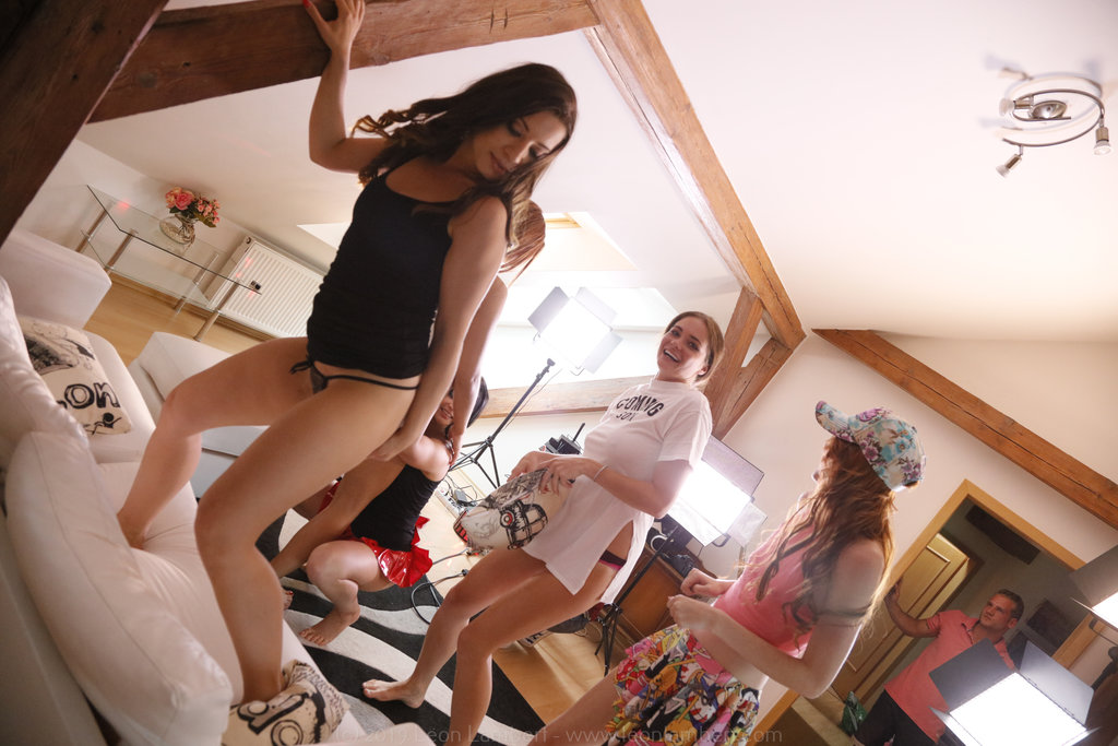 5 Girls Twerk Party, Upskirts, Shortest Skirts
