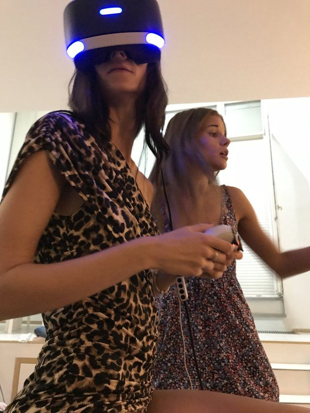 Denisa and Sarah are playing some horror game together in PS, VR